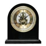 Reloj esquelético del final negro del piano con el anillo tachonado diamante