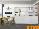 Moderner hoher glatter weißer Lack-Küche-Schrank