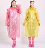 Wegwerf-Kurbelgehäuse-Belüftung Verdickung-Regenmantel mit Haube
