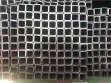 オイルが付いている50X50mmの黒い正方形の鋼管