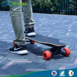 No skate elétrico rodoviário para adultos