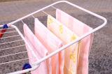 Складная вешалка одежды одевает стеллаж для просушки