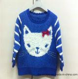 3D鼻を持つ女の子のトナカイ-本当の子供はセーターを編んだ