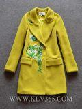 Шерсти зимы способа женщин вышивают пальто