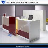 Escritorio de recepción de mármol artificial de la oficina del diseño de lujo con la luz del LED