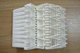同じ高さのバッフルが付いている格子によってクリートで補強されるプラスチックモジュラーコンベヤーベルト