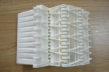 Bündiges Rasterfeld befestigtes modulares Plastikförderband mit Leitblech