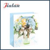 Sac de papier en ivoire stratifié lustré de cadeau d'achats de mode de fleurs de papier