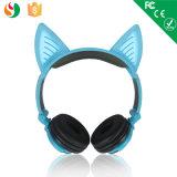 Venta al por mayor del auricular del oído de gato del receptor de cabeza de las más nuevas caras de la estereofonia 2 de la fábrica de China que brilla intensamente para los cabritos