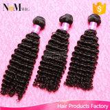 O estouro do cabelo humano de artigos luxuosos vende o cabelo Curly Bouncy de Remy do cabelo brasileiro do Virgin 10A