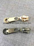 Resbalador de oro de la cremallera del metal del diseño del cliente para los bolsos