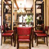Das Stapeln preiswerter Vorlagenhauptdes möbel-Großverkauf-französischen Holzes Antiqued geschnitzten Upholatered Tisch und Stuhl