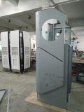 Macchine automatiche tipiche dell'atmosfera del self-service della Banca esterna