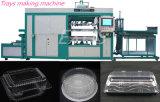 Vacío automático que forma las bandejas plásticas del alimento que moldean haciendo la máquina