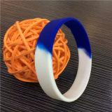 Подгоняйте Wristbands силикона цвета промотирования детей поделенные на сегменты подарками