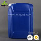 Il barilotto di plastica blu tamburella le latte del Jerry da 20 litri