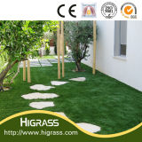 擬似景色の草の美しい芝生の人工的な庭の草