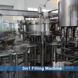 Impianto di imbottigliamento gassoso automatico della bevanda/riga/strumentazione di riempimento