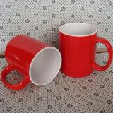 Taza de cerámica roja de encargo 2016 con insignia impresa de la compañía