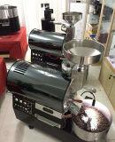 Chicco di caffè che fa la macchina di Roastering