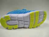 2016 neue Ankunfts-Kinder, die beiläufige rüttelnde Schuhe stricken