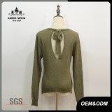 女性のLace-up背部緑の落下セーター