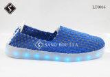 熱い販売LEDの織り方の軽いOutsoleの歩くスニーカーの靴