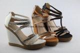 Plattform-Keil-Frauen-Sandelholz-Frauen-Schuhe mit T-Brücke