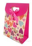 買物をする紙袋の着色されたギフトの紙袋
