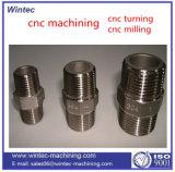 Metal que procesa piezas que trabajan a máquina del CNC del centro