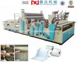 Maquinaria industrial do papel higiénico automático cheio de toalha de cozinha