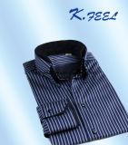 두 배 안쪽 고리, Placket 및 팔목을%s 가진 파란과 백색 셔츠