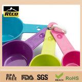 Cuchara plástica barata coloreada voga de la categoría alimenticia