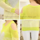 Сделанный по образцу сердцем свитер плеча отрезока для девушок