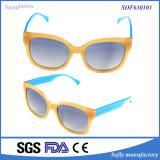 Trの黄色いフレームが付いている新型のファッション・デザイナーの銘柄のサングラス