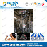Las pequeñas botellas de agua mineral Máquinas de llenado