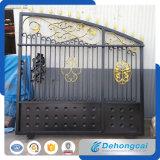 装飾用の熱い電流を通された古典的な錬鉄の財産のゲートかドア