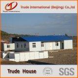 Edifício móvel/modular do painel de sanduíche claro do frame de aço/pré-fabricou/casa Prefab da família do acampamento
