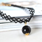黒い真珠のペンダントのネックレスが付いているハンドメイドの入れ墨のチョークバルブ