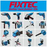 La mano di Fixtec lavora il Trowel intonacante del acciaio al carbonio 280*130mm con la maniglia di plastica