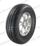 증명서와 저가를 가진 승용차 타이어