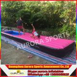 工場価格の泳いでいる子供のためのプールが付いている膨脹可能な空気マット