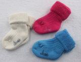 Chaussettes de coton de l'épaississement des bébés pour l'hiver