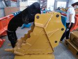 A cubeta hidráulica do polegar da máquina escavadora que gira luta a cubeta da garra para a máquina escavadora