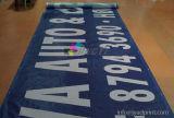 Risoluzione esterna di Hight che appende facendo pubblicità alla bandiera della maglia del PVC per promozionale