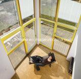 Moderne Insualted Glaszwischenwand mit motorisierten Jalousien nach innen