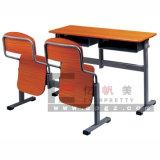Escritorio y silla del estudiante de los muebles de la sala de clase de la escuela para la clase