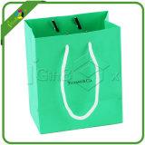 Projetar o saco de papel do presente da jóia com logotipo