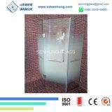 L'acido libero ha inciso l'oscillazione che fa scorrere il portello dell'acquazzone di vetro Tempered di Frameless