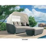コーヒーテーブルが付いている安い屋外の藤Sunbed